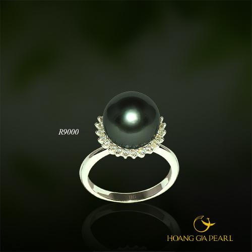Chiếc nhẫn ngọc trai Tahiti dành tặng mẹ sẽ giúp gợi nhớ đến lòng hiếu thảo của đứa con thân yêu mọi lúc mẹ nhìn xuống bàn tay dịu hiền ánh ngọc của mình.