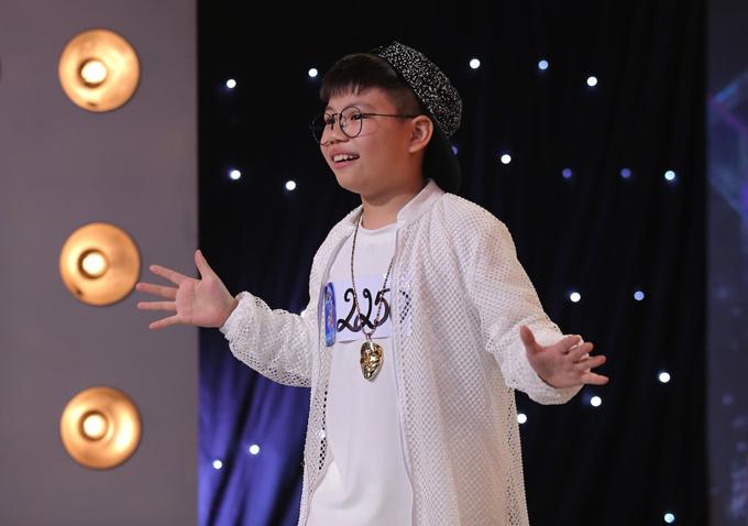 co-be-khiem-thi-9-tuoi-gay-xuc-dong-trong-tap-1-vietnam-idol-kids-3