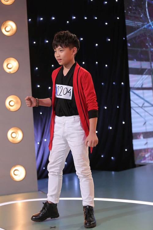 Cậu bé Hà Nguyên Vũ (