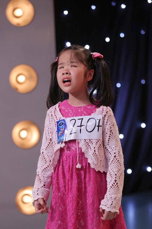 co-be-khiem-thi-9-tuoi-gay-xuc-dong-trong-tap-1-vietnam-idol-kids