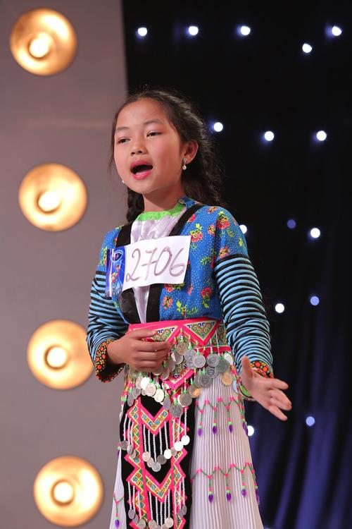 Đến từ Lai Châu, cô bé dân tộc Mông  Vừ Thị Linh (11 tuổi) sớm bộc lộ niềm đam mê ca hát từ khi còn bé và có thể hát mọi lúc mọi nơi. Yêu thích và tự hào vì mình biết hát, cô bé đã đến với Vietnam Idol Kids và lôi cuốn ban giám khảo bằng giọng hát trong trẻo và phong cách trình diễn tự tin trong ca khúc Đi học xa. Với âm thanh trong trẻo như tiếng suối và phát ra một cách rất tự nhiên theo lời nhận xét của Văn Mai Hương, cùng sự đồng tình và đánh giá cao của hai giám khảo còn lại, Vừ Thị Linh đã xuất sắc có trong tay chiếc vé vàng may mắn cho mình. Quá hạnh phúc và vui mừng trước cơ hội được thực hiện ước mơ trở thành ca sĩ, cô bé đã bật khóc trong vòng tay siết chặt của bố