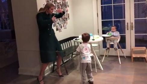 Video Ivanka nhảy cùng con trai trong bếp gây sốt