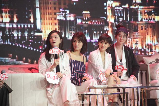 luu-dao-mac-pyjama-sexy-tao-bao-hon-nguoi-tinh-man-anh-7