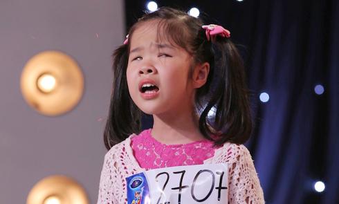 Cô bé khiếm thị 9 tuổi gây xúc động trong tập 1 Vietnam Idol Kids