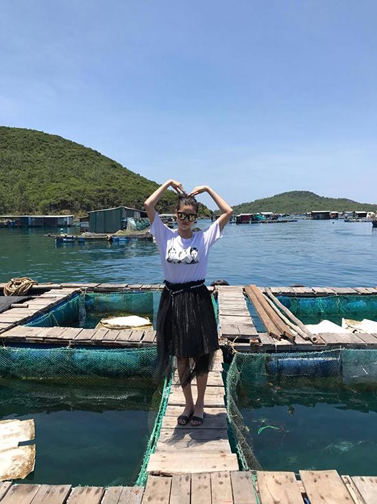 ky-han-dien-bikini-khoe-dang-chun-ben-mac-hong-quan-3