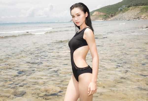 ngoc-duyen-va-dan-mau-dien-bikini-khoe-dang-sexy-8