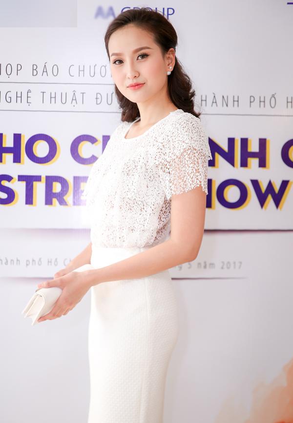 phan-thi-mo-deo-nhan-kim-cuong-1-3-ty-ban-trai-tang-di-su-kien-4