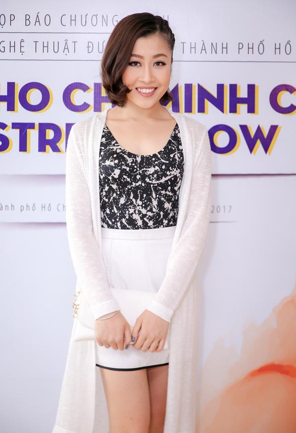 phan-thi-mo-deo-nhan-kim-cuong-1-3-ty-ban-trai-tang-di-su-kien-6
