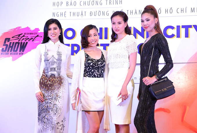 phan-thi-mo-deo-nhan-kim-cuong-1-3-ty-ban-trai-tang-di-su-kien-7