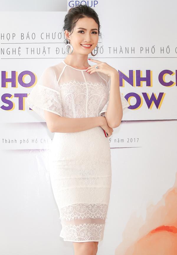 phan-thi-mo-deo-nhan-kim-cuong-1-3-ty-ban-trai-tang-di-su-kien-1