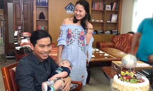 Ngọc Lan bế con trai đến trường quay mừng sinh nhật chồng