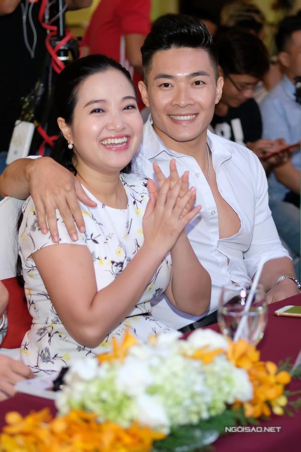 vo-chong-le-thuy-hong-phuong-tinh-tu-song-doi-di-su-kien-5
