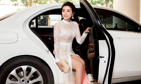 Cao Thái Hà vẫn tự tin mặc sexy sau sự cố ở giải Cánh Diều