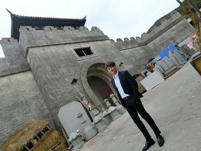 ung-dai-ve-tham-quan-phim-truong-tvb-chon-canh-quay-mv-2