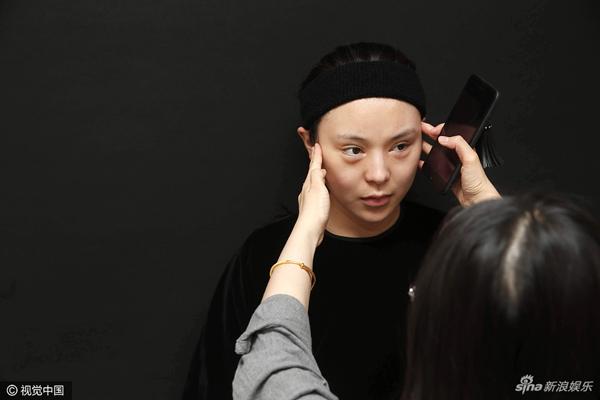 Từ năm 2007 đến nay, Bai Yu đã trải qua 5 ca phẫu thuật lớn nhỏ, từ cắt mí đến nâng
