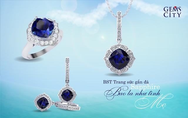 Bộ sưu tập trang sức gắn đá sapphire Bao la như tình mẹ gồm những thiết kế đa dạng về kiểu dáng, sử dụng một trong hai loại đá chủ sapphire xanh hoặc sapphire xanh đen; phù hợp với nhiều phong cách và độ tuổi khác nhau.