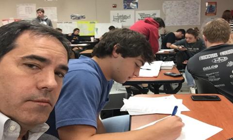 Ông bố gây 'bão' mạng với chiêu trị tật nói chuyện trong lớp của con trai