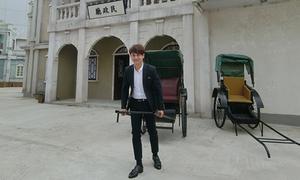 Ưng Đại Vệ tham quan phim trường TVB chọn cảnh quay MV