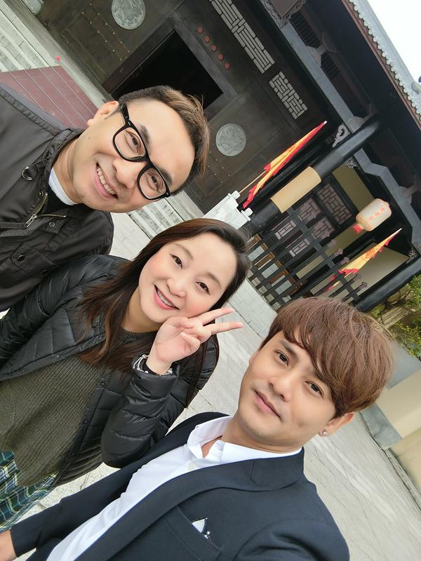 Ưng Đại Vệ chia sẻ anh là một fan cứng của TVB, nên ngay khi vừa đặt chân đến Hongkong anh đã cùng đạo diễn William Chu đến phim trường và thực sự bị choáng ngợp.