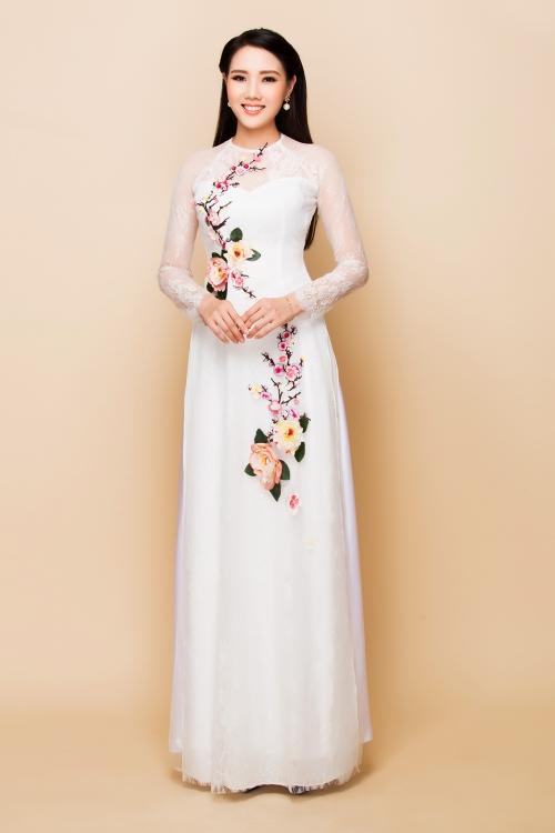 Diệp Hồng Đào kết hôn với Đaọ diễn Chuyện của Pao năm 2013.ô từng dự thi Hoa khôi Đồng bằng sông Cửu Long 2012 và lọt vào vòng chung kết cuộc thi Hoa hậu Việt Nam 2012.