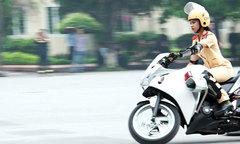 Hot girl Học viện cảnh sát biểu diễn xe máy phân khối lớn