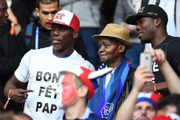 Bố và hai anh trai song sinh của Pogba cổ vũ tiền vệ Pháp tại Euro 2016.