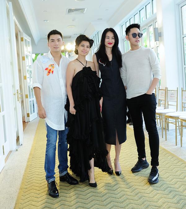 Giám đốc sáng tạo Nguyễn Hoàng Anh, nhà thiết kế Thuỷ Nguyễn, fashionista Thanh Trúc, nhà thiết kế Lâm Gia Khang.