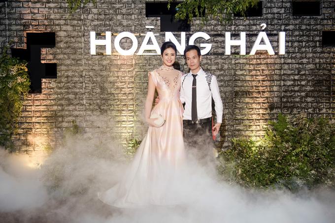 dan-hoa-hau-long-lay-di-xem-show-thoi-trang-cua-ntk-hoang-hai-9