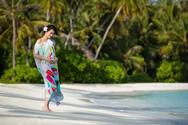 Hồ Hạnh Nhi cho biết, giống như nhiều bà bầu khác, giai đoạn đầu thai kỳ, cô hay nghén và buồn nôn, cô cũng không ăn được nhiều