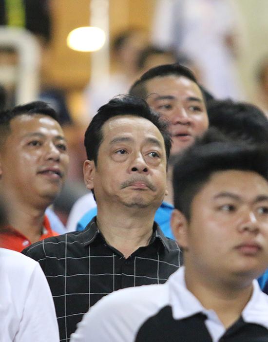 ong-trum-nguoi-phan-xu-gay-sot-tren-khan-dai-khi-co-vu-cho-u22-viet-nam