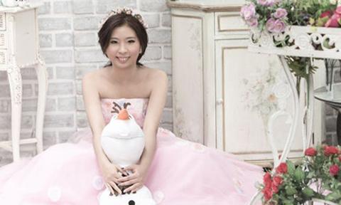 Cô gái ung thư giai đoạn cuối chụp ảnh cưới một mình