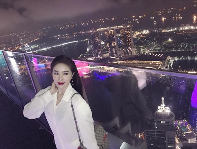 bao-thy-tu-thuong-chuyen-du-lich-singapore-sau-dang-quang-the-remix-7