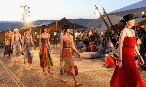 Show diễn độc đáo trên đỉnh núi của Dior
