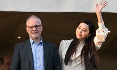 Phạm Băng Băng giản dị bất ngờ trong ngày đầu ở Cannes