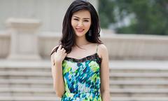Hoa hậu Thu Thủy khoe dáng với váy áo mùa hè