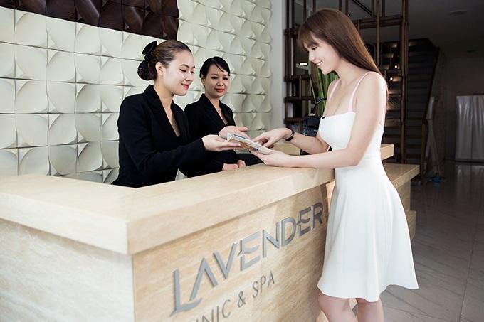 ngoc-trinh-khoe-anh-tam-trang-voi-cong-nghe-moi-tai-lavender-1