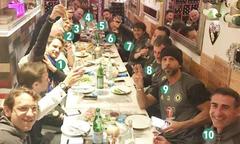 Nhà hàng cả đêm phục vụ Conte và cộng sự ăn mừng