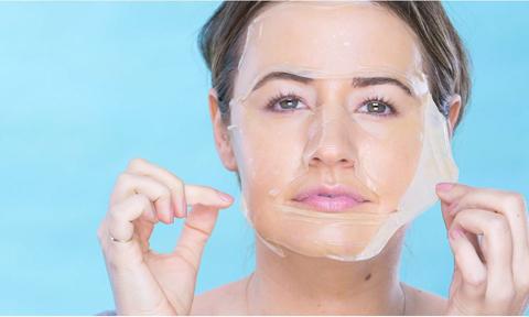 Đắp mặt nạ từ miếng bánh đa - 'độc chiêu' làm trắng da của phụ nữ Hàn