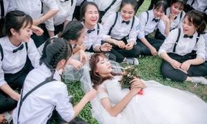 Kỷ yếu độc đáo của học sinh chuyên văn: 37 'chú rể' và 1 'cô dâu'