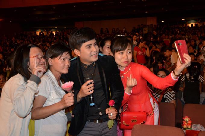 khan-gia-viet-o-dai-loan-den-xem-show-cua-duong-dinh-tri-dong-nghit-5