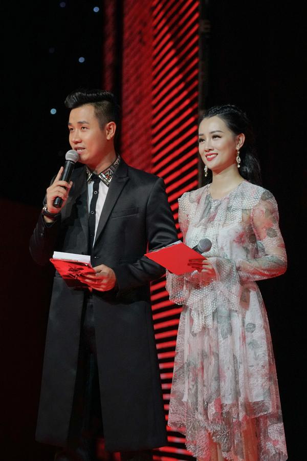 mc-nguyen-khang-cham-soc-quynh-chi-nhu-tinh-nhan-8