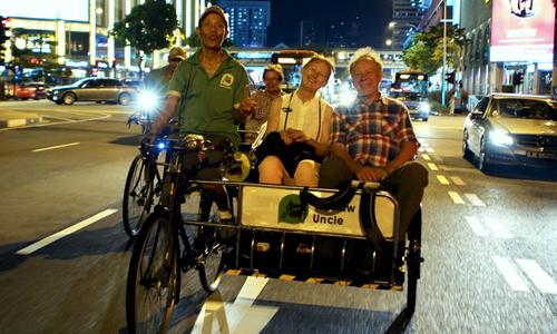 Khám phá phố Tàu ở Singapore buổi đêm bằng xe ba bánh và thuyền