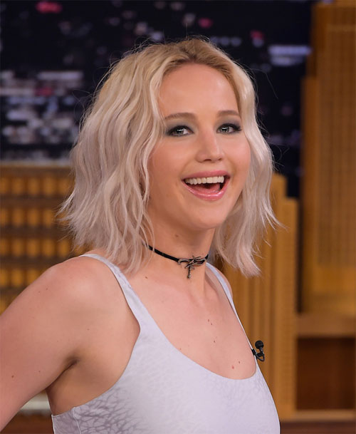 lo-video-jennifer-lawrence-say-xin-coi-do-mua-cot-trong-quan-bar-1