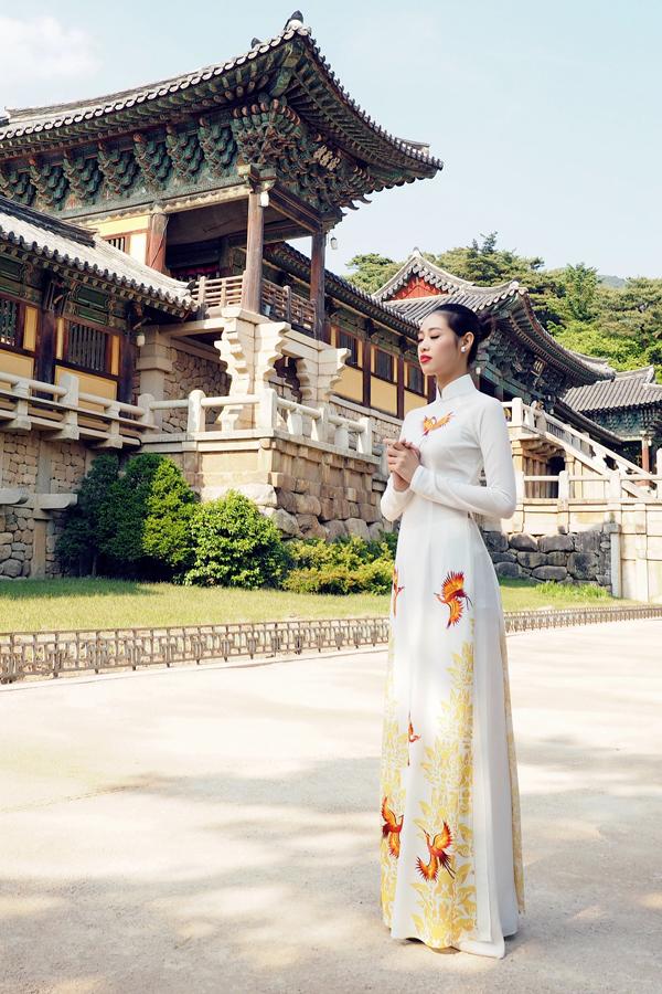 ao-dai-thuan-viet-tung-bay-tai-han-quoc-4