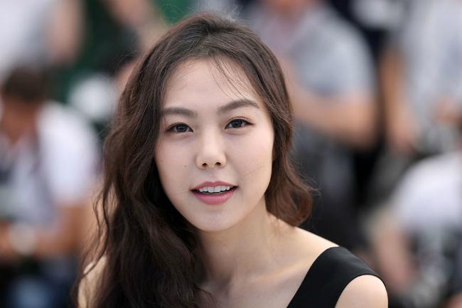 kim-min-hee-sanh-vai-nguoi-tinh-o-cannes-bat-chap-scandal-cuop-chong-3