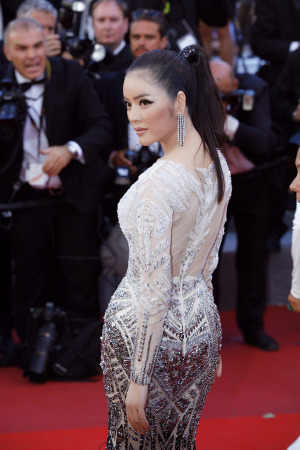 ly-nha-ky-doi-style-lanh-lung-tren-tham-do-cannes-6