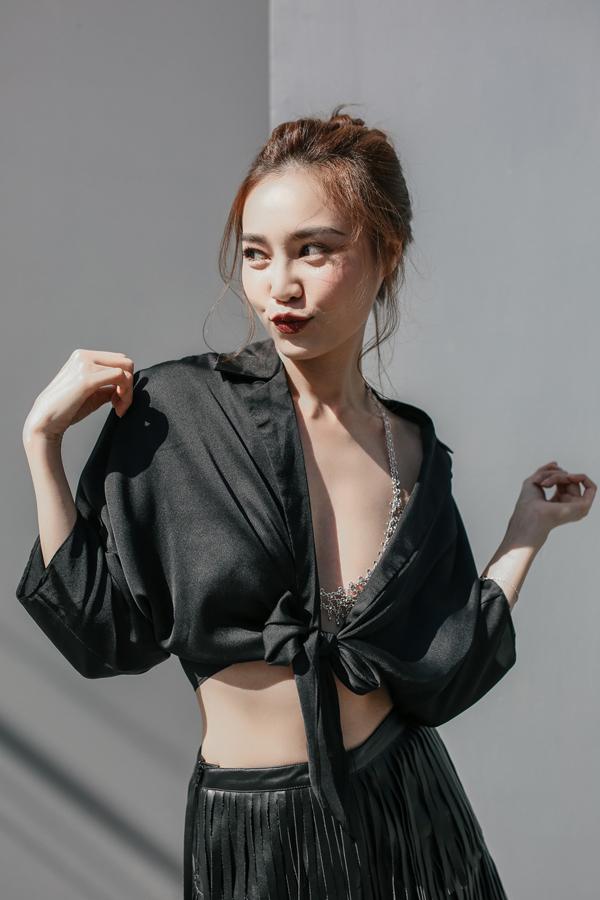 Bộ ảnh được thực hiện với sự hỗ trợ của nhiếp ảnh Trịnh Kim Điền, stylist Trần Hoài Trang.
