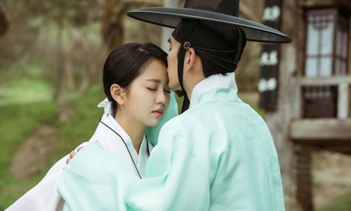 Chưa có kinh nghiệm yêu, Kim So Hyun bối rối khi đóng cảnh tình tứ