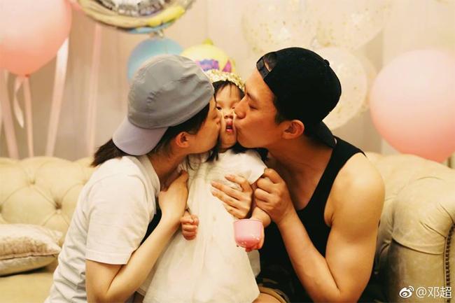 Hồi đầu tháng 5, cặp đôi cũng chia sẻ một số hình ảnh trong ngày sinh nhật con gái út 3 tuổi.