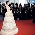 Lý Nhã Kỳ đẹp hút hồn với váy quả chuông tại Cannes